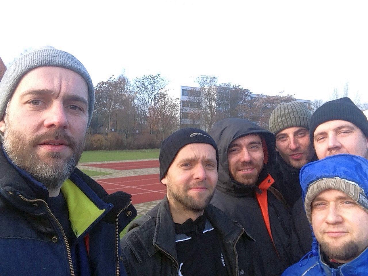 Alte Hooli-Fans mit Bartwuchs gegen Islamisierung der Polarkreises.